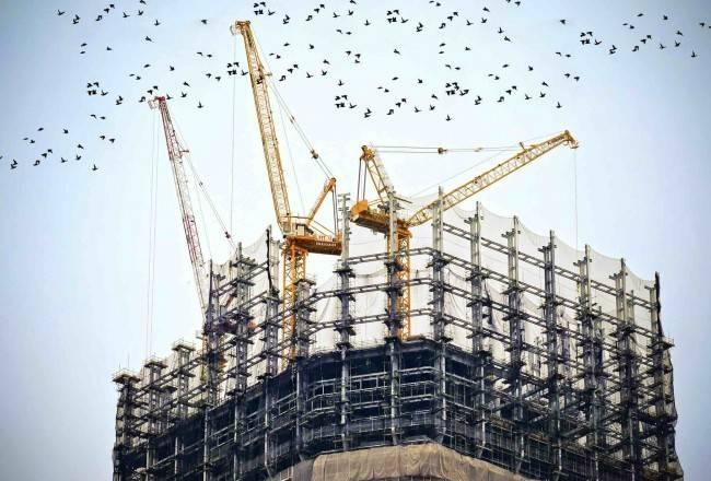 创新的现代解决方案在华沙中心复杂的商业地产建设